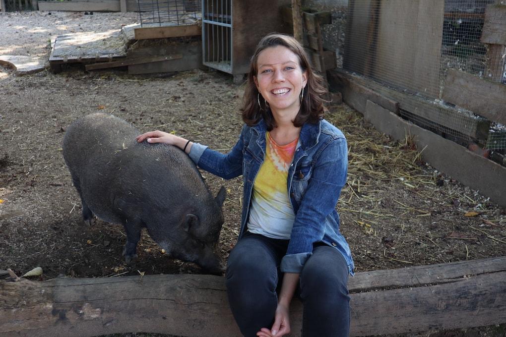 Rahel Lutz vegan foodblogger auf dem Hof Ring mit Grace